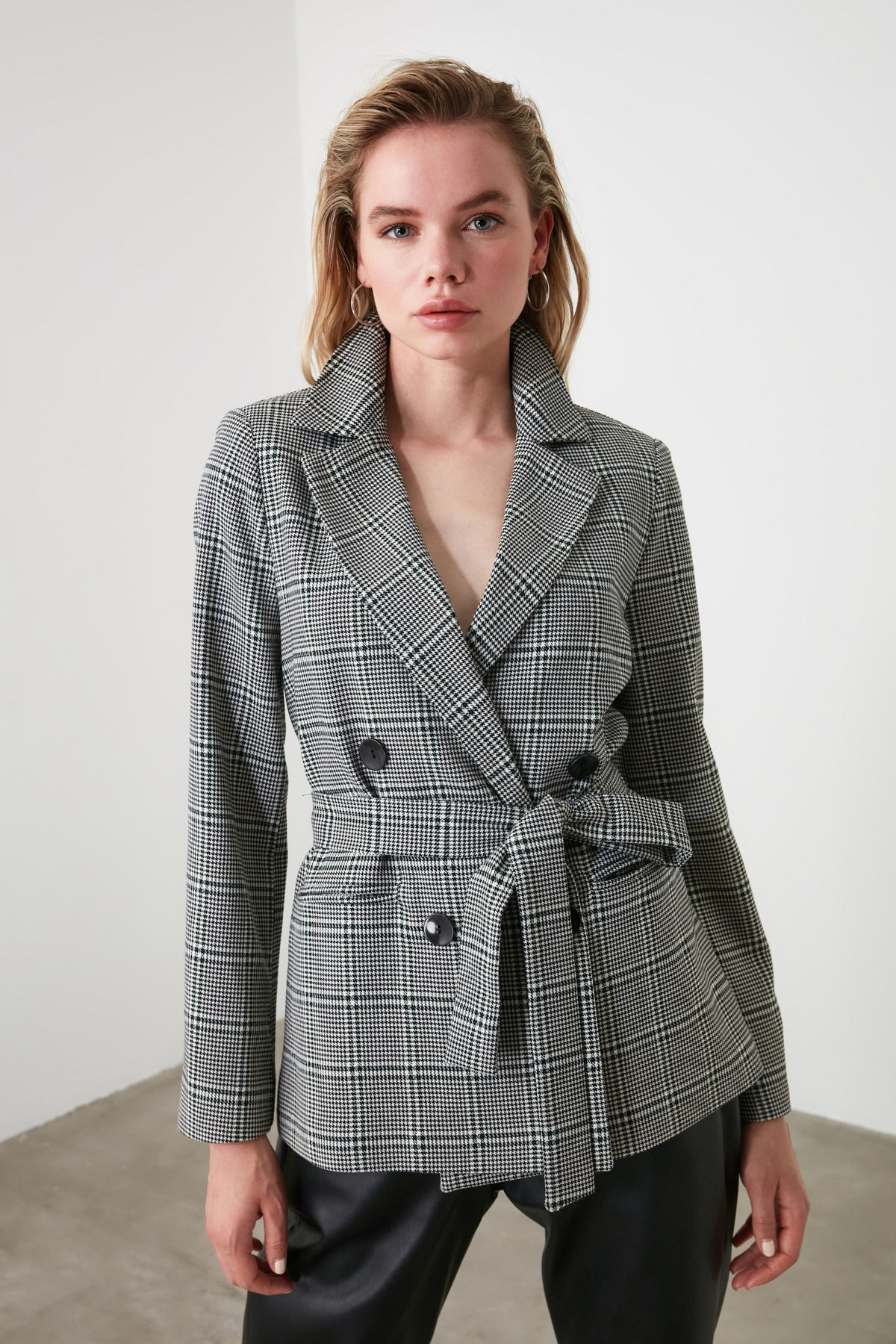 Office Ladies Notched Collar Plaid Women Blazer Double Breasted Autumn Coat 2020 Casual Pockets Female Suit Jacket office ladies notched collar plaid women blazer double breasted autumn jacket 2021 casual pockets female suits coat