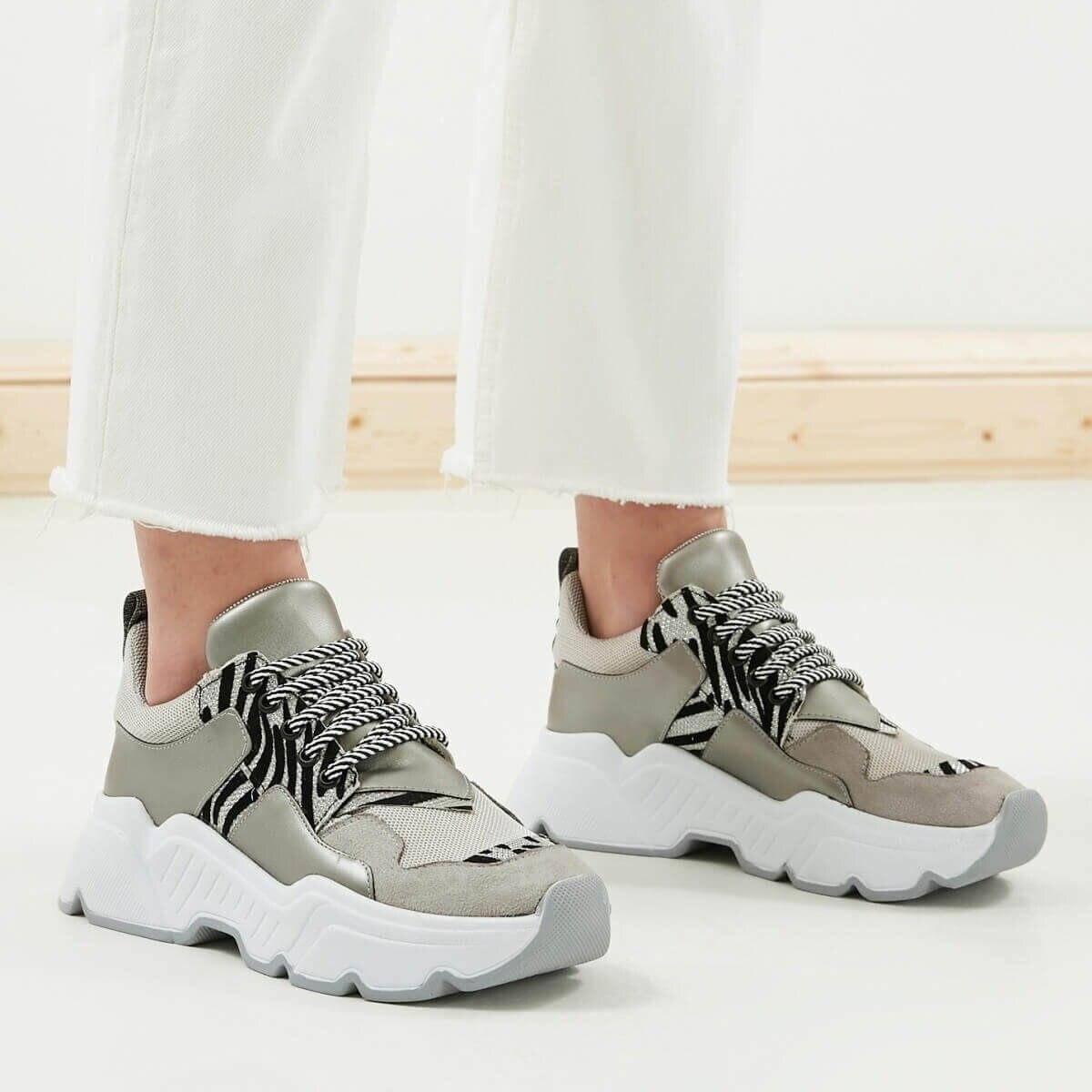 Mio Gusto-أحذية رياضية مريحة للنساء ، أحذية غير رسمية ، لون رمادي معدني ، جودة عالية