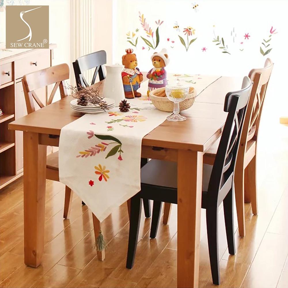 SewCrane مفرش طاولة, مفرش طاولة مطرز بالزهور البرية الجميلة مستطيل مدبب مع شرابة