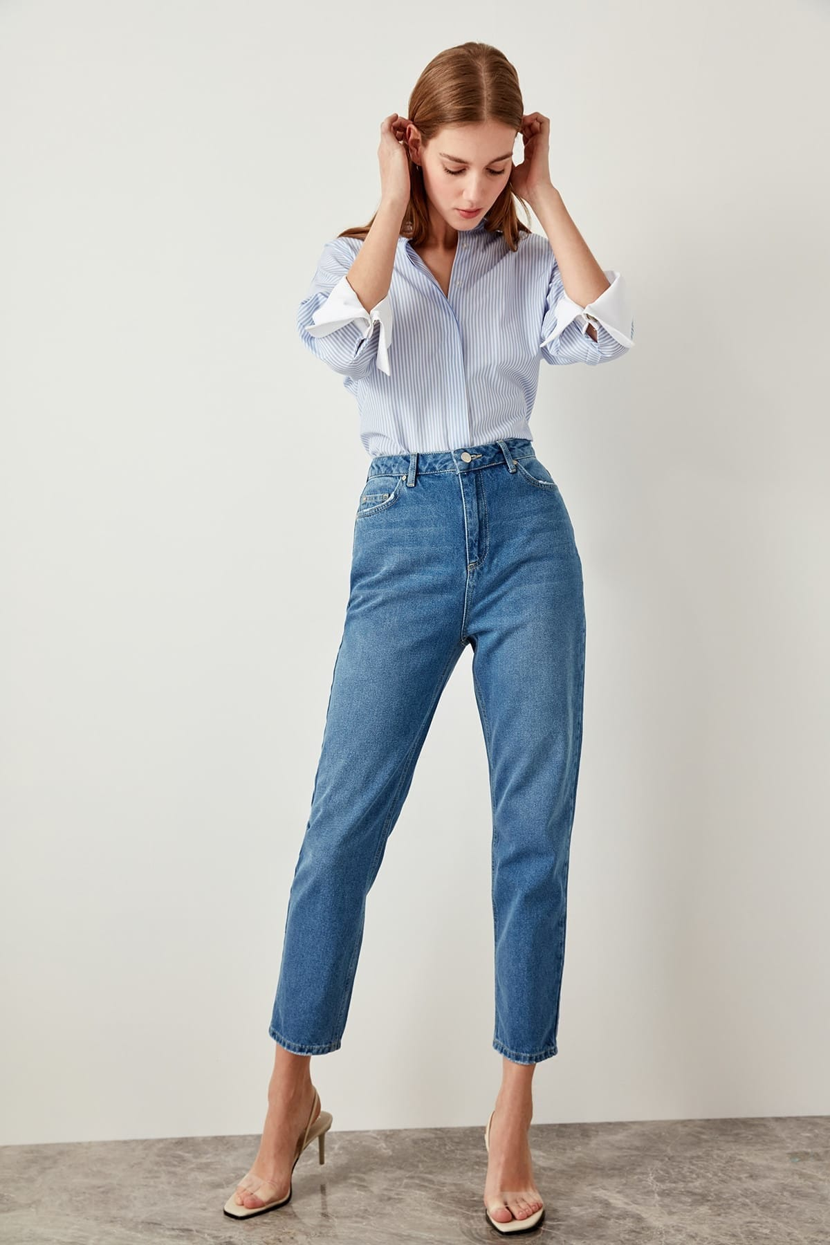 Trendyol azul cintura alta mãe 80s jeans casual reta-led denim para senhoras tclss19lr0047