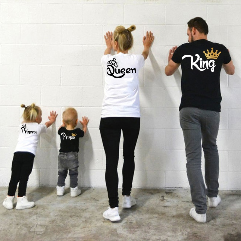 Family Matching Clothes Mother Father Daughter Son Kid Tshirt Family KING QUEEN Letter Printing Clot