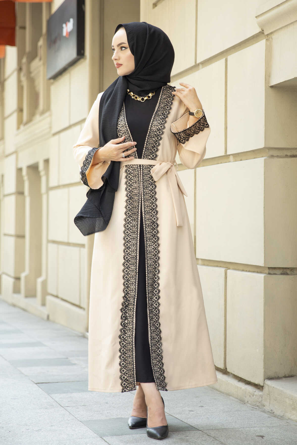 عباية بتفاصيل دانتيل لون أسود تركي موضة إسلامية ملابس إسلامية دبي استانبولستايل اسطنبول 2021