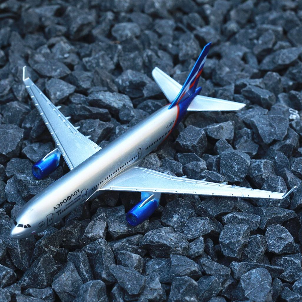 Russian Airlines Airplane Diecast Aircraft Model 6 Metal Plane Aeroplane Home Office Decor Mini Moto Toys for Children air france a380 airplane diecast aircraft model 6 metal plane aeroplane home office decor mini moto toys for children