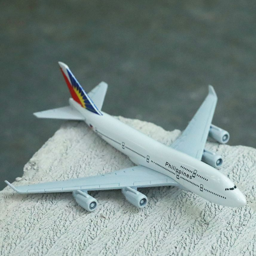 Malaysia Airlines B747 Airplane Diecast Aircraft Model 6 Metal Plane Aeroplane Home Office Decor Mini Moto Toys for Children air france a380 airplane diecast aircraft model 6 metal plane aeroplane home office decor mini moto toys for children