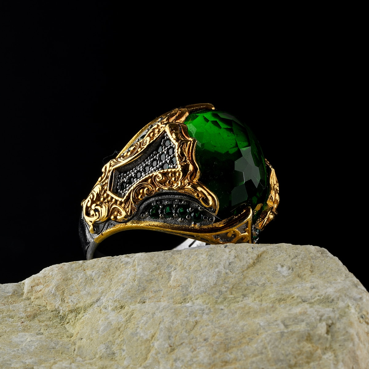 Custom Jewelry Guaranteed High-quality 925 Sterling Silver zircon stone ring design green color in a luxurious way for men with