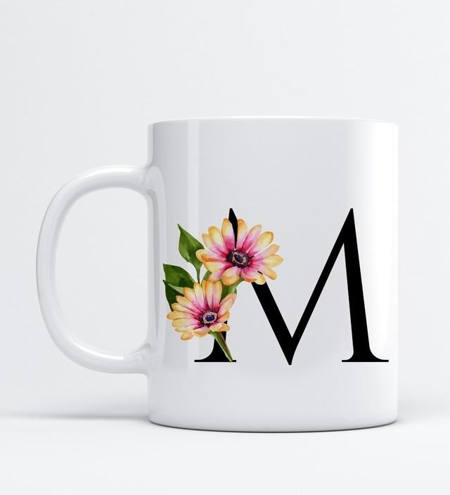 Patrón de flores letra M taza de porcelana-taza personalizada  u2013 letra M 448123329