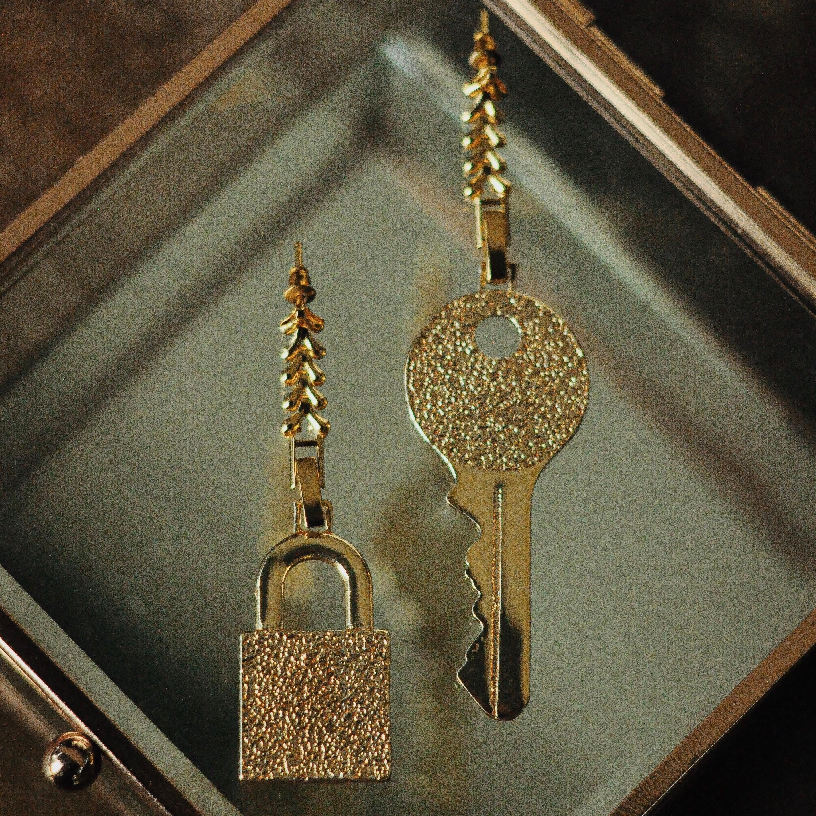 GULCE DERELI, أقراط مُزينة بحُلي بقفل ورمز مفتاح, أقراط للأذن على شكل سلسلة لا نهاية لها, أقراط مُزينة بحُلي, صندوق هدايا, مطلية بالذهب/الفضة
