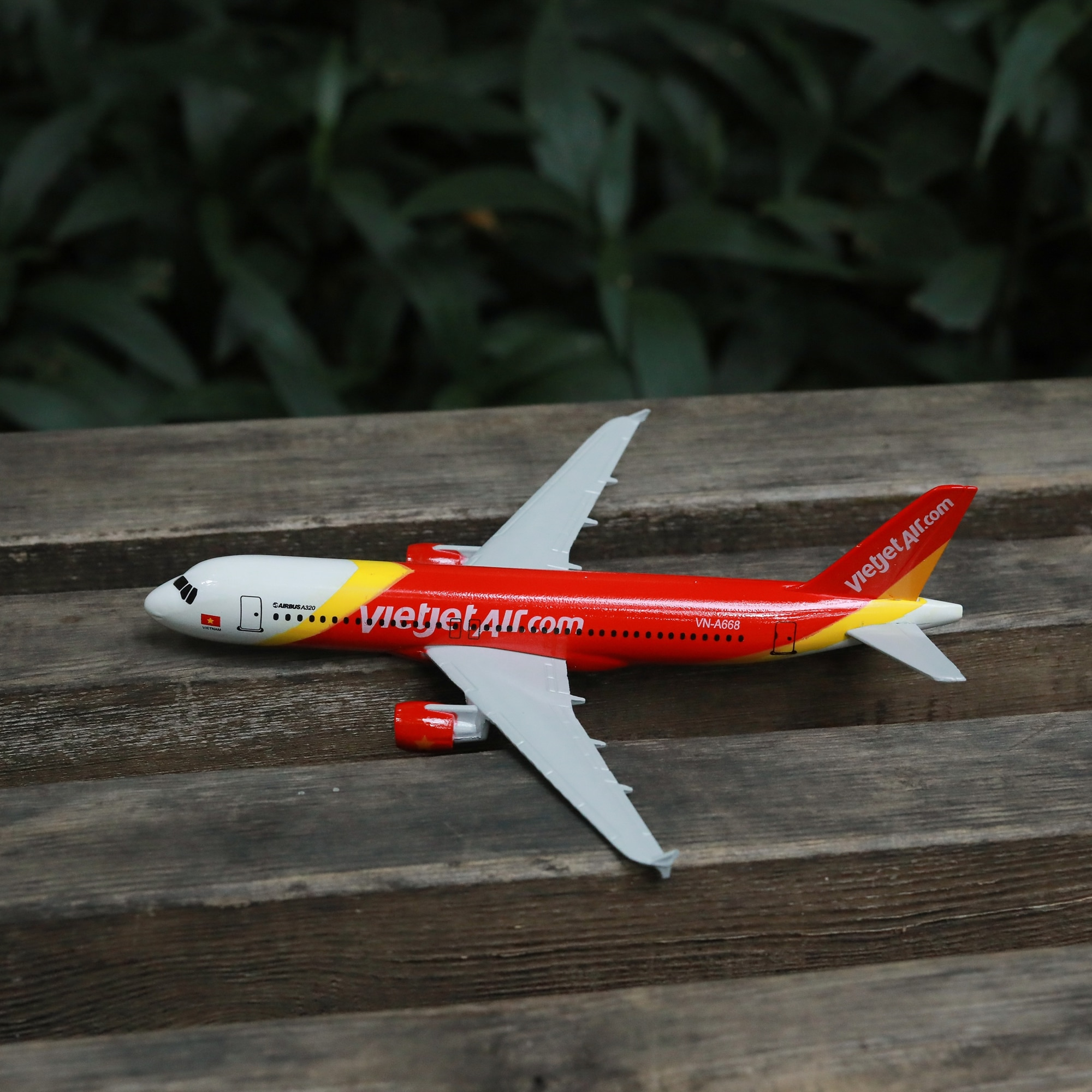 Vietnam Airlines A320 Airplane Diecast Aircraft Model 6 Metal Plane Aeroplane Home Office Decor Mini Moto Toys for Children air france a380 airplane diecast aircraft model 6 metal plane aeroplane home office decor mini moto toys for children