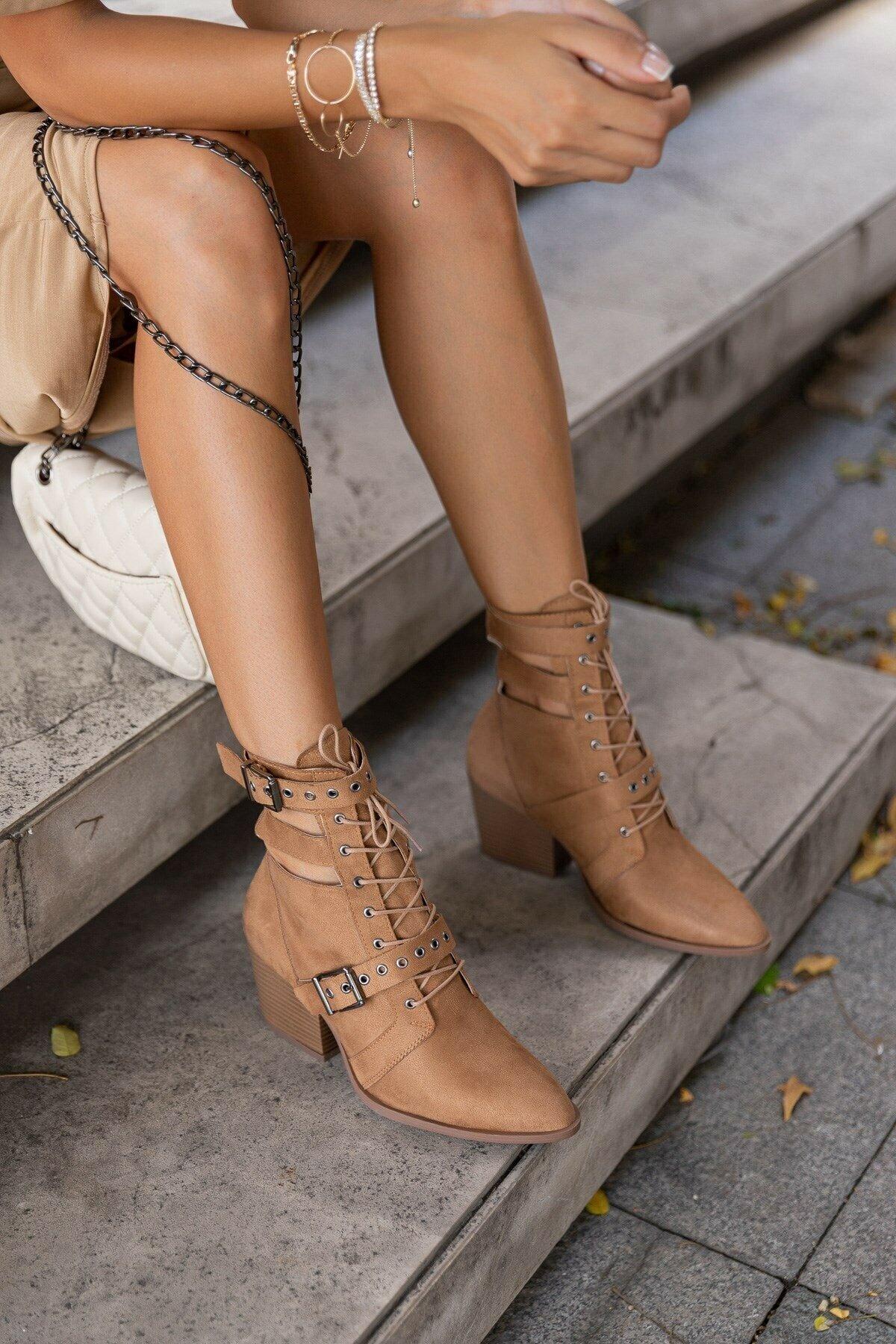 المرأة الصيف أحذية الجلد المدبوغ منصة أحذية عالية الكعب الفاخرة مصمم 2021 كاوبوي الجمل الأسود الكاحل المحرز في تركيا