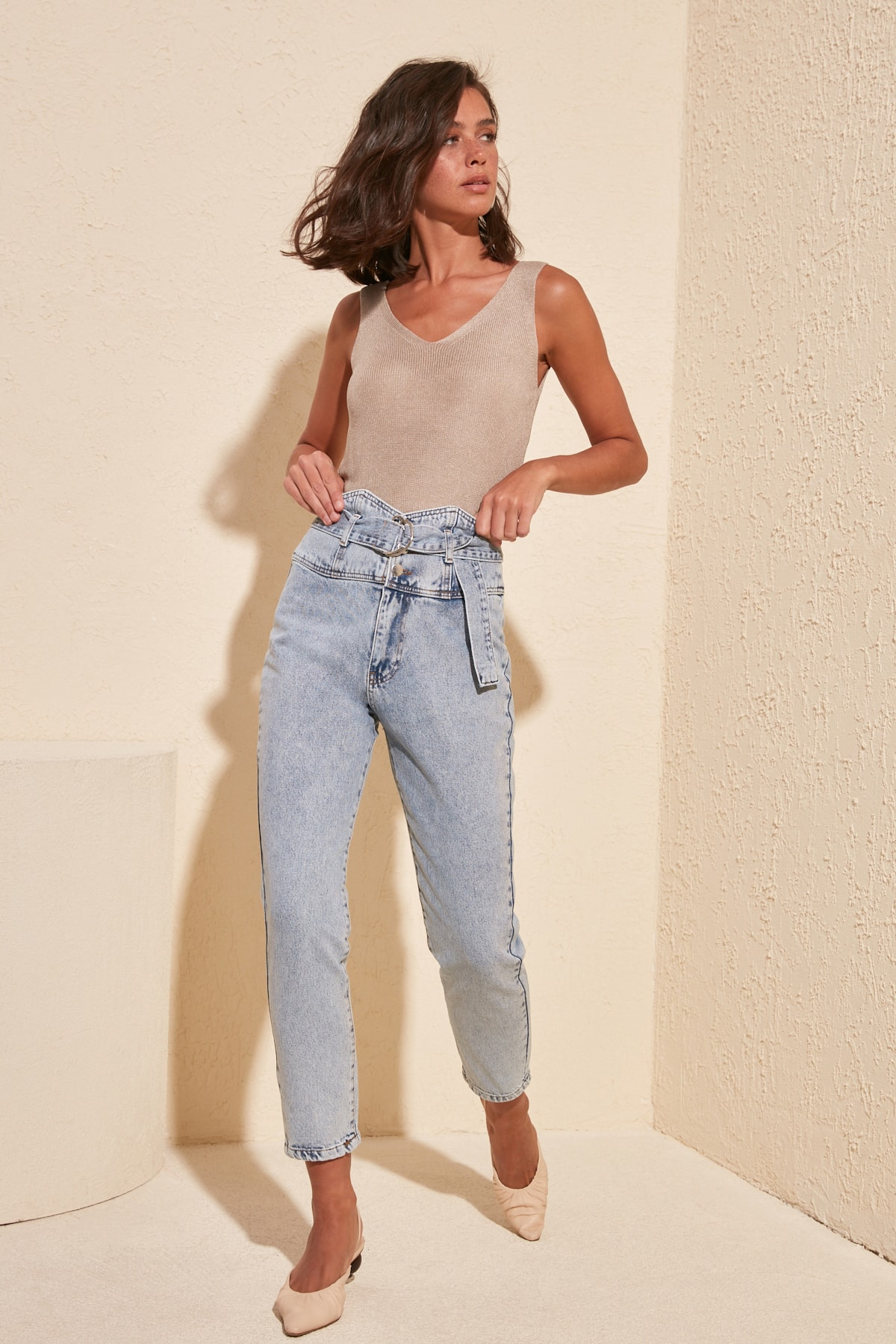 Trendyol cinturón detalle Super alta cintura mamá Jeans TWOSS20JE0042